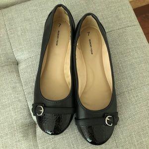 Shoes - NWOT Black Memory Foam Flats